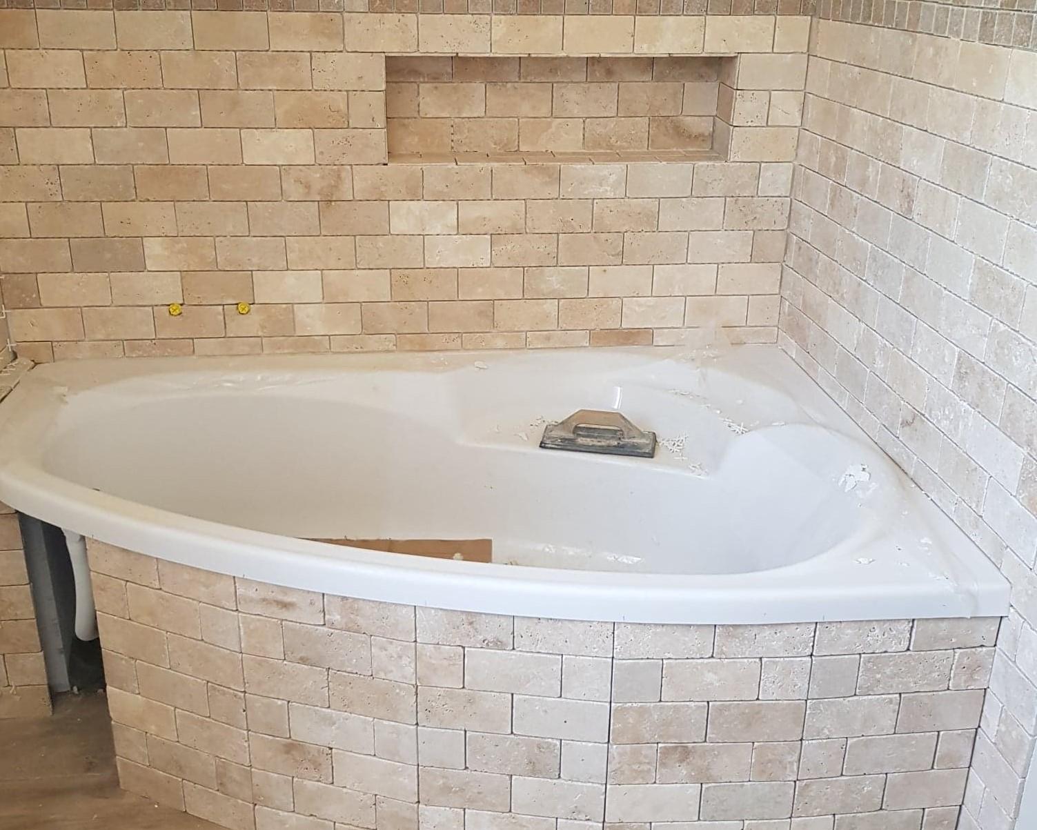 Habillage bas de baignoire d'angle
